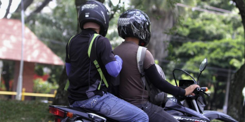 Prohibición al tránsito de parrillero hombre se extiende hasta agosto